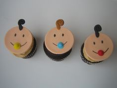 baby shower cupcakes....