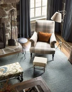 Fabulous living room by Tammy Connor. She turns rustic into incredibly elegant spaces. Love all of her choices.