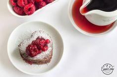 Mini csokitorta erdei gyümölcsökkel | Életem ételei