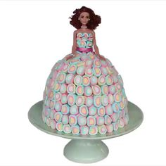 Barbie birthday cake! 🎂🎂 Bolo Barbie, Barbie Cake, Cake Decorating Videos, Cake Decorating Techniques, Diy Crafts Magazine, Barbie Birthday Cake, Recipes With Marshmallows, Amazing Life Hacks, Cake Videos