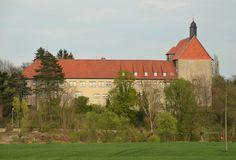 https://upload.wikimedia.org/wikipedia/commons/9/9b/Poppenburg_seitlich.jpg