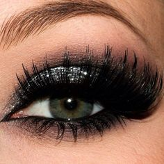 Silver glitter smokey with bold Lashes Silver glitter smokey with bold Lashes - Schönheit von Make-up Punk Makeup, Hair Makeup, Pretty Makeup, Love Makeup, Gorgeous Makeup, Silver Glitter Eye Makeup, Black Glitter, Glitter Makeup Tutorial, Makeup Obsession