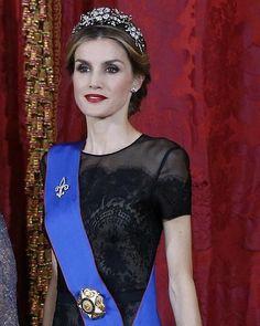La Reina lució un diseño negro en la primera cena de gala que ofrecieron en palacio como Monarcas
