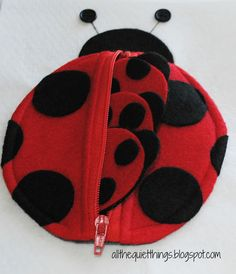 All The Quiet Things: Quiet Book - Girls - Tons of ideas for nearly-no-sew quiet book pages - have dots that match with a different number on each ladybug Diy Quiet Books, Baby Quiet Book, Felt Quiet Books, Baby Crafts, Felt Crafts, Lady Bug, Quiet Book Patterns, Busy Book, Book Girl