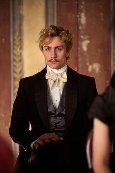 Aaron Johnson as Count Vronsky                                                                                                                                                                                 Más