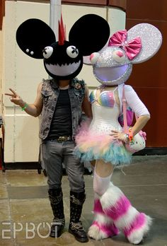 This is the most epic deadmau5 costume I've ever seen him ...