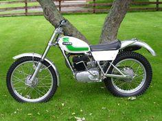 replica, my first trial bike. Enduro Vintage, Vintage Bikes, Vintage Motorcycles, Moto Bike, Motorcycle Bike, 2 Stroke Dirt Bike, Motos Trial, Motorcross Bike, Trial Bike