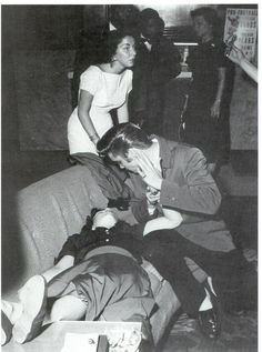 Elvis Presley AND THE GIRL THAT FAINTS
