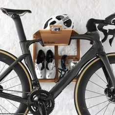Looking for a smart and stylish bike wall bracket? Artivelo BikeDock Loft Copper is a top quality and uniquely disigned hanging system for your racing bike. Bike Hanger Wall, Bike Wall Mount, Bike Storage Home, Bike Storage Rack, Garage Velo, Indoor Bike Rack, Bike Shelf, Bicycle Types, Bike Room