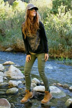 If you are planning to going out or you are going for an adventure tour Timberland shoes are the best options. 20 suggestions what to wear Timberland girls. Mode Timberland, Timberland Boots Women, Timberland Fashion, Timberland Boots Outfit Summer, Black Timberland Outfits, Look Fashion, Fashion Outfits, Womens Fashion, Winter Fashion