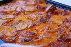 Den perfekta söndagsmaten för hela familjen och barnen ÄLSKAR den här gratängen som i stort sett är en korvstroganoff men med potatis och bakas som en gratäng =) Det blev en hit hemma hos mig!... Vegetarian Recipes, Snack Recipes, Snacks, Healthy Fats, Healthy Choices, Tasty, Yummy Food, Swedish Recipes, Sausage Recipes