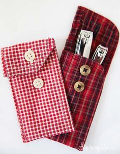 Such a fun way to give gift cards, and other smal… DIY Recycled Shirt Cuff Pouch! Such a fun way to give gift cards, and other small gifts for the holidays! Diy Recycle, Recycling, Recycler Diy, Recycled Shirts, Recycled Clothing, Recycled Fashion, Shirt Cuff, Teacher Appreciation Gifts, Diy Shirt