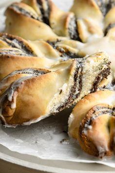 Półkruchy makowiec gwiazda (6 składników) - Wilkuchnia Spanakopita, Bagel, Bread, Ethnic Recipes, Blog, Brot, Blogging, Baking, Breads
