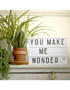 Lightbox A4 van a Little Lovely Company is een decoratieve lamp waarop je 3 rijen tekst kan plaatsen met bijgeleverde letters en symbolen.#alittlelovelycompany #lightbox #lichtbak #monochrome #urban https://villamadelief.nl/product/lightbox-a4-little-lovely-company