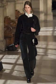 Lemaire Fall 2016 Ready-to-Wear Fashion Show Collection: See the complete Lemaire Fall 2016 Ready-to-Wear collection. Look 20 All Black Fashion, High Fashion, Fashion Show, Autumn Fashion, Fashion Design, Fashion Week Paris, Runway Fashion, Edgy Outfits, Fashion Outfits