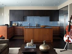 Give buyers what they want in the kitchen, from beverage stations to soft geometry.