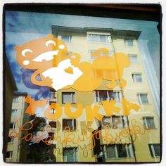 #toukka #lastenkirjakioski #Kallio #Windowshopping #näyteikkunassa.