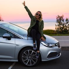 25 Tiny Changes That'll Make You Feel Really Good About Life Best Photo Poses, Picture Poses, New Car Picture, Car Poses, Sarah Day, Lake Pictures, Photography Poses Women, Instagram Pose, Get Skinny