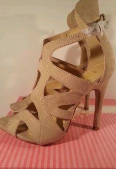 YOKI Ariana suede Laser Cut Heel BEIGE PEEP TOE CLASSIC SHOE / Size 6.5
