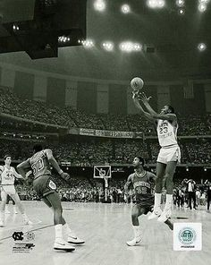 0ba103ddadacbc Michael Jordan UNC 1982 NCAA Winning Shot North Carolina Tar HEELS 8 X 10  Photo