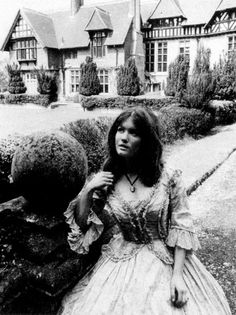 From the archives of the Timelords Born 2 January 1948 Deborah Watling portrayed Victoria Waterfield from the beginning of The Evil of the Daleks (1967) through the end of Fury From the Deep (1968).  Age during show: The Evil of the Daleks 19 years .. Fury From the Deep 20 years .. Dimensions In Time 45 years Doctor Who Season 4, Doctor Who Companions, William Hartnell, Time Lords, Dr Who, Ciel, Victoria, Hot, 45 Years
