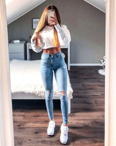 A skinny jean and a white hoodie outfit look for school Amazing 42 Delicate Summer Outfits Ideas To Wear Now Teenage Outfits, Sporty Outfits, Teen Fashion Outfits, College Outfits, Mode Outfits, Cute Casual Outfits, Outfits For Teens, Jean Outfits, School Outfits