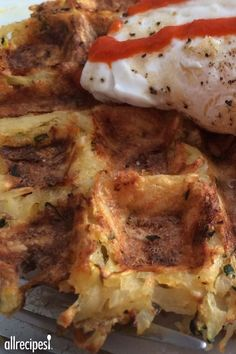 Who says waffles are just for breakfast? Try these crispy, savory waffles for any meal of the day. Hashbrown Waffles, Savory Waffles, Pancakes And Waffles, Paleo Waffles, I Love Food, Good Food, Yummy Food, Brunch Recipes, Breakfast Recipes