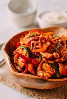 Thai Chili Sauce Chicken Stir-fry - The Woks of Life Chilli Chicken Stir Fry, Thai Stir Fry, Sweet Chili Chicken, Sweet Chilli Sauce, Thai Chili Paste Recipe, Chili Sauce Recipe, Chili Shrimp, Asian Recipes, Thai Recipes