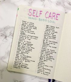 Self care in the bullet journal - what are your daily habits focused on self care? See my full checklist and how I make self-care a priority using my bullet journal! #beautycare