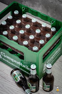 Beer Crate Cake: Quick and Easy Men's Cake Crate Table, Crate Desk, Diy Dog Crate, Small Business Cards, Crate Shelves, Crate Bookcase, Crate Storage, Fathers Day Presents, Cakes For Men