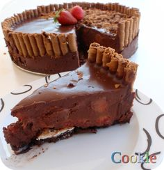 chocolate-strawberry with cookies for base and ganash for filling Good Food, Yummy Food, Delicious Recipes, Occasion Cakes, Some Recipe, Desert Recipes, My Recipes, Tiramisu, Cravings