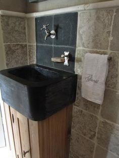 Belgian   Style   Interiors   Bathroom   Decor   Onder de rieten kap