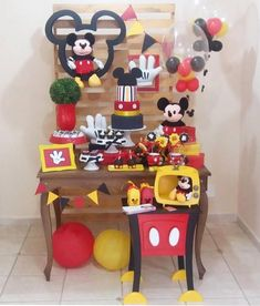 "751 curtidas, 12 comentários - SHOPFESTA (@shopfesta) no Instagram: "" TOP 10 @kikidsparty 2017 Mini table Mickey por @upartsatelie . Inspire-se e Faça a Festa…"" Minnie Y Mickey Mouse, Fiesta Mickey Mouse, Mickey Party Decorations, Ideas Decoracion Cumpleaños, Baby Deco, Mickey Mouse Birthday, Mickey And Friends, Mouse Parties, Cupcake"