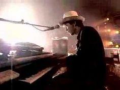 Elio e le Storie Tese - El Pube _ videoclip 1996. Prodotto da Groucho Film, regia di Riccardo Paoletti - Live in Torino.