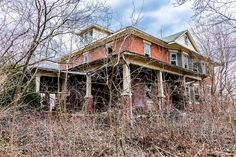 Old Abandoned Buildings, Abandoned Property, Abandoned Castles, Old Buildings, Abandoned Places, Old Mansions, Abandoned Mansions, Beautiful Architecture, Beautiful Buildings