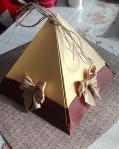 Big pyramid gift box (height - 16cm)