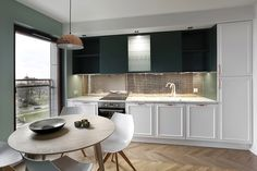 Kitchen with laminate flooring Living Vision Syncro Parquet Ungherese rovere naturale Laminate Flooring, Kitchen, Table, Furniture, Home Decor, Parquetry, Cooking, Decoration Home, Floating Floor