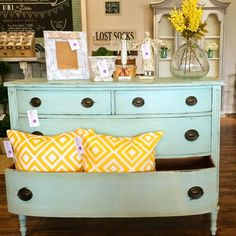 Lovilee ReDesign's Macaroon Mint Chest!