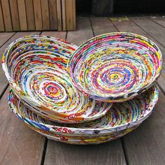 Recycled paper projects that you can try at home Recycled Magazine Crafts, Recycled Paper Crafts, Recycled Magazines, Old Magazines, Recycled Crafts, Recycled Jewelry, Diy Crafts, Magazine Bowl, Rolled Magazine Art