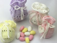 Crochet Bags Designs Free pattern for a small crochet bag that could be used for wedding favours - Bunny Crochet, Easter Crochet, Pikachu Crochet, Crochet Shell Stitch, Crochet Hook Set, Crochet Wedding Favours, Wedding Favors, Wedding Ideas, Wedding Details