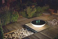 Een eigentijdse vloerlamp waar je lekker rondom kunt zitten kletsen of muziek kunt maken.