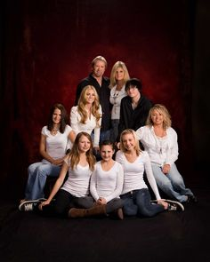 Afbeeldingsresultaat voor family photography Funny Family Christmas Photos, Family Pictures, Couple Photos, Family Photography, Wedding Photography, Family Humor, Family Portraits, Families, Memories