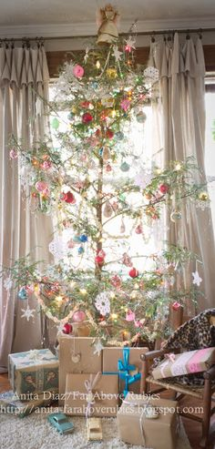 Far Above Rubies: ~Country Christmas Home Tour~ Sparse beautiful tree really highlights the ornaments