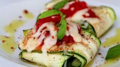 Strips of zucchini stand in for pasta in this zavioli recipe, a vegetarian take on ravioli stuffed with ricotta, spinach and fresh pesto. Healthy Recipes, Great Recipes, Vegetarian Recipes, Cooking Recipes, Healthy Foods, Keto Recipes, Zoodle Recipes, Atkins Recipes, Passover Recipes
