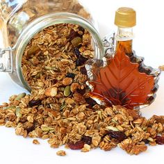 Maple Granola with Pure Maple Syrup. made with egg whites in place of the usual fats (butter and oils), this granola brings a big crunch! Breakfast Recipes, Snack Recipes, Snacks, Maple Granola Recipe, Healthy Bars, Canadian Food, Paleo Treats, Pure Maple Syrup, Food Gifts