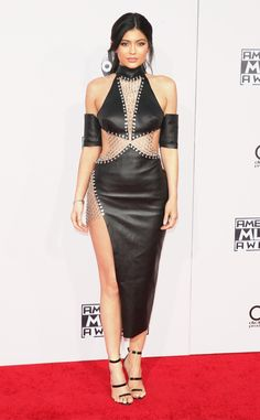 Kylie Jenner Hits the 2015 American Music Awards Red Carpet Post-Split in Daring Black Outfit | E! Online Mobile
