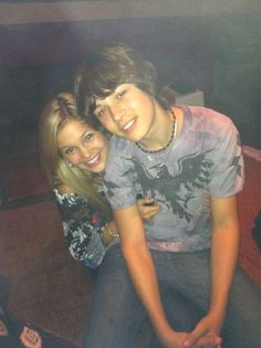 Olivia holt and leo howard Best Tv Couples, Cute Celebrity Couples, Cute Couples, Kickin It Cast, Bella Thorne And Zendaya, Leo Howard, Avatar Zuko, Old Disney, Disney Xd