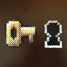 Super Mario World 8 Bit Perler - Key and Key Hole via eb.perler. Click on the image to see more!