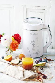 MioMat es la máquina para preparar leches vegetales como leche de almendras, leche de soya, de quinoa, de amapola, de sésamo, leche de arroz, amaranto y muchas más. MioMat prepara sopas y cremas de verduras y legumbres, porridges de cereales, papillas para niños y compotas. También prepara batidos y jugos de frutas o verduras. Soya, Kettle, Quinoa, Kitchen Appliances, Legumes, Milkshakes, Juices, Fruit, Smoothie Prep