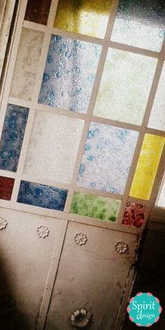 Puerta antigua reciclada con los colores preferidos.